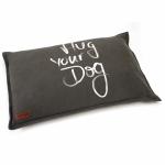 Beeztees-Hondenkussen-Hug-Your-Dog-Bruin-x70-cm